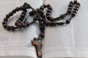 holy-bible-rosary-1
